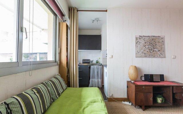 Апартаменты Studio Paris Buttes Chaumont Париж комната для гостей