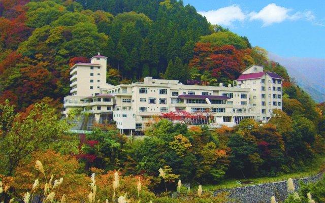 Hotel Kurobe вид на фасад
