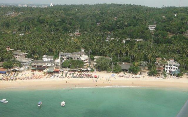 Отель Thaproban Beach House пляж