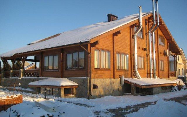 Гостевой Дом Русский Терем вид на фасад