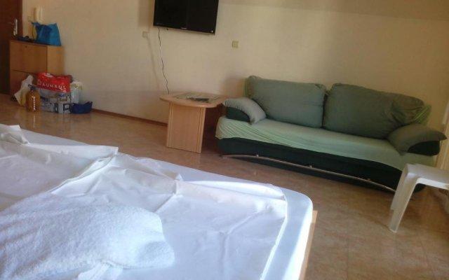 Отель Studios in Complex Elit 4 Солнечный берег комната для гостей