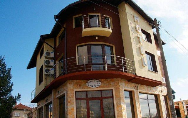 Hi-Life Family Hotel вид на фасад