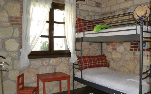 Отель Artemis Stone House комната для гостей