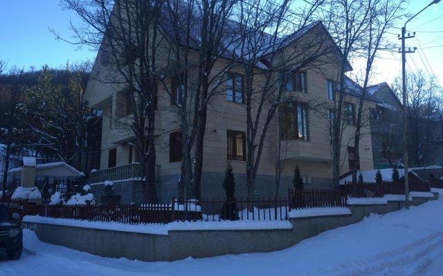 Отель Holiday Home 2 On Harutyunyan вид на фасад