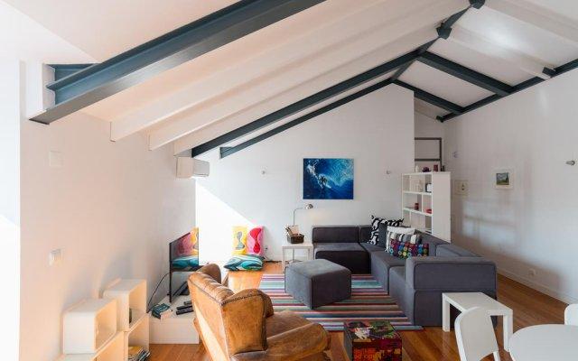 Отель Feels Like Home Bairro Alto Luxus Flat Португалия, Лиссабон - отзывы, цены и фото номеров - забронировать отель Feels Like Home Bairro Alto Luxus Flat онлайн комната для гостей