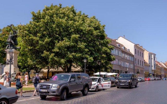 Апартаменты VIP Studio Castle парковка