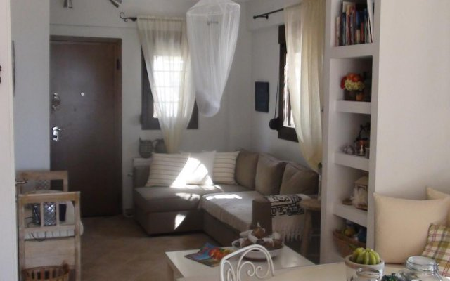 Отель Andreas Luxury Maisonette Ситония комната для гостей