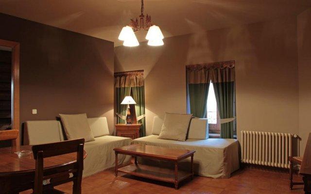 Отель Apartamentos Serrano Испания, Вьельа Э Михаран - отзывы, цены и фото номеров - забронировать отель Apartamentos Serrano онлайн комната для гостей