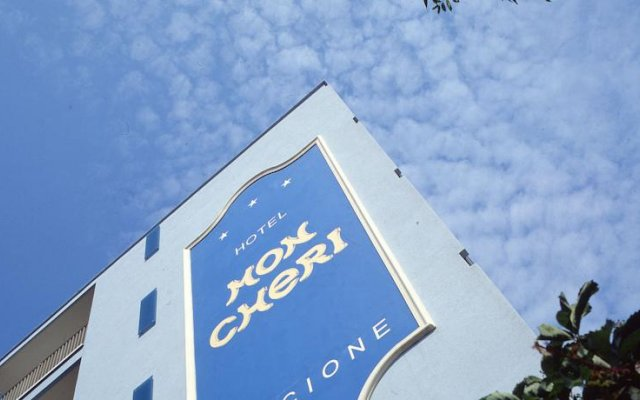 Hotel Mon Cheri вид на фасад