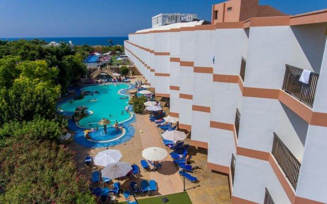 Avlida Hotel бассейн