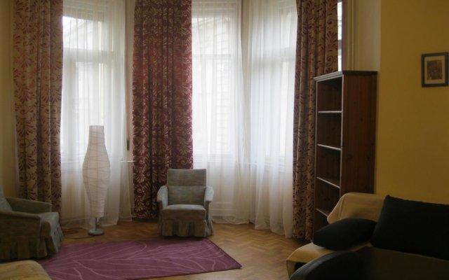 Апартаменты Classical Apartment in Downtown Будапешт комната для гостей