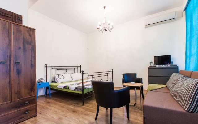 Отель Old Tbilisi Apartment Грузия, Тбилиси - отзывы, цены и фото номеров - забронировать отель Old Tbilisi Apartment онлайн комната для гостей