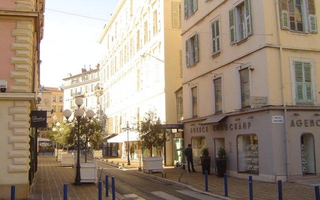 Апартаменты Studio Longchamp вид на фасад