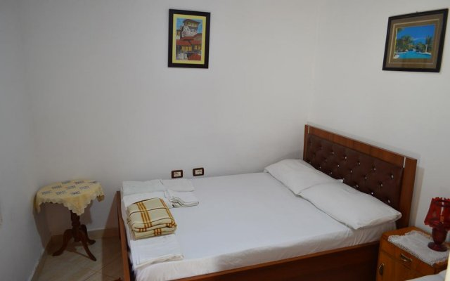 Отель Tomor Shehu Guest House Берат комната для гостей
