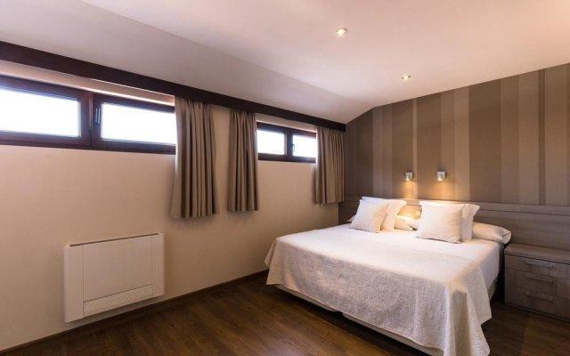 Отель Apartamentos Turisticos LLanes Испания, Льянес - отзывы, цены и фото номеров - забронировать отель Apartamentos Turisticos LLanes онлайн комната для гостей