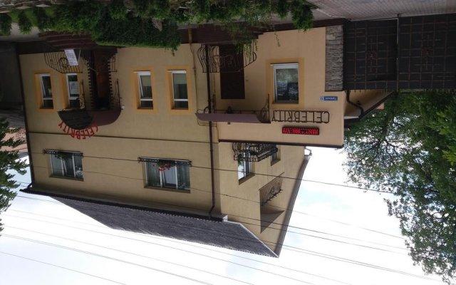 Гостиница Celebrity вид на фасад