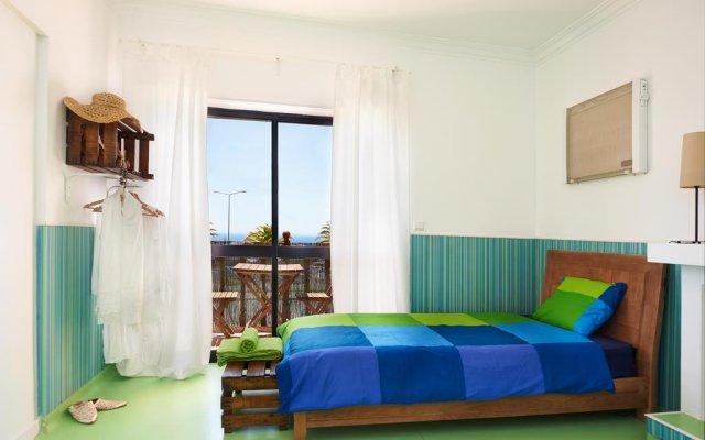The Community Surf Hostel Ericeira Мафра комната для гостей