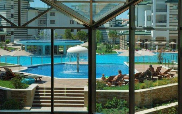 Отель Emerald Resort Studios Равда комната для гостей