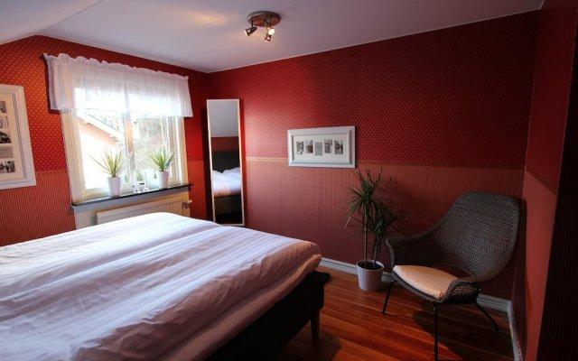 Отель At Home Bed & Breakfast Вестра Фрёлунда комната для гостей