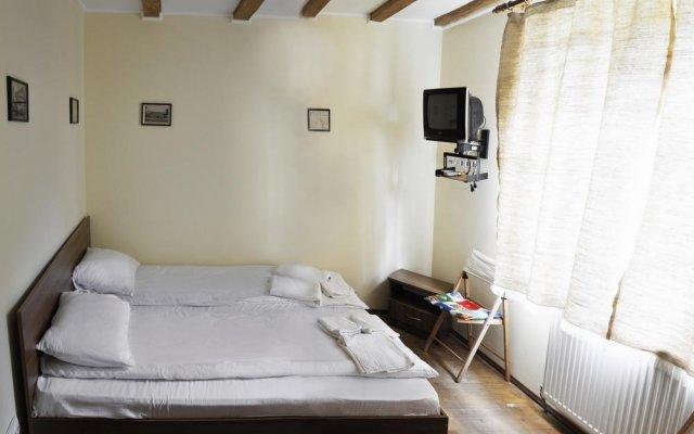 Гостиница Милитари-усадьба Grün Hof Украина, Поляна - отзывы, цены и фото номеров - забронировать гостиницу Милитари-усадьба Grün Hof онлайн комната для гостей