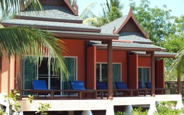 Отель C&N Kho Khao Beach Resort вид на фасад