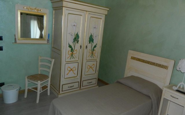 Отель Affittacamere Ai Fiori Читтаделла комната для гостей