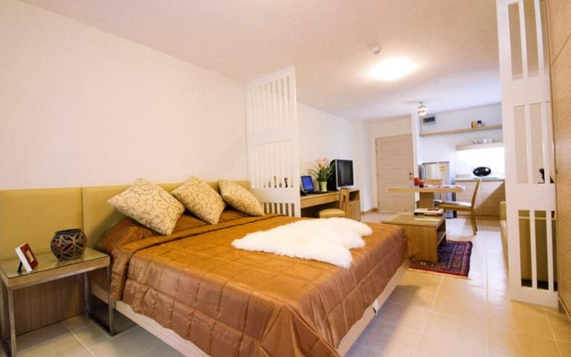 Апартаменты Sitara Place Serviced Apartments Бангкок комната для гостей