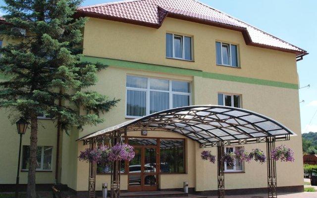 Гостиница Complex Charivni Ozera вид на фасад