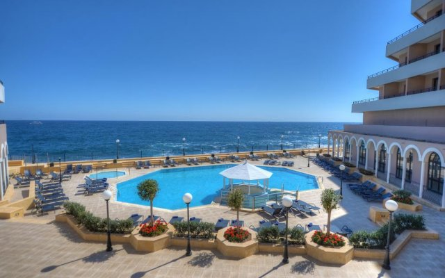 Отель Radisson Blu, Malta St. Julians Сан Джулианс пляж