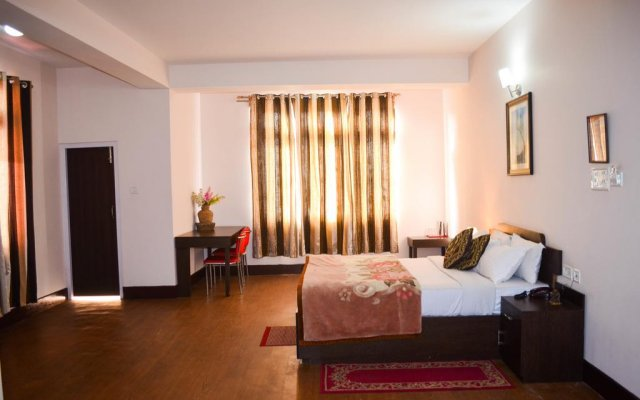 Отель FabHotel Red Cherry Residency M.G Marg комната для гостей