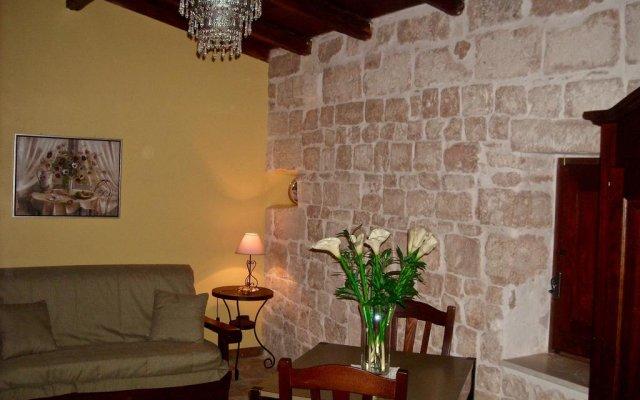 Отель Donna Isabella Конверсано комната для гостей