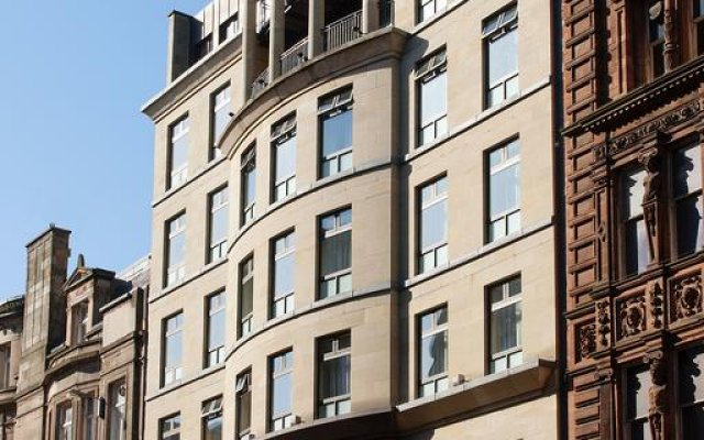 Carlton George Hotel вид на фасад