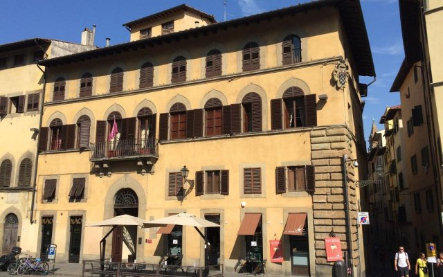 Отель Piazza Pitti Palace вид на фасад