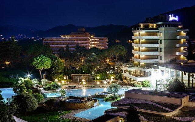 Отель Radisson Blu Majestic Hotel Galzignano Италия, Региональный парк Colli Euganei - отзывы, цены и фото номеров - забронировать отель Radisson Blu Majestic Hotel Galzignano онлайн вид на фасад