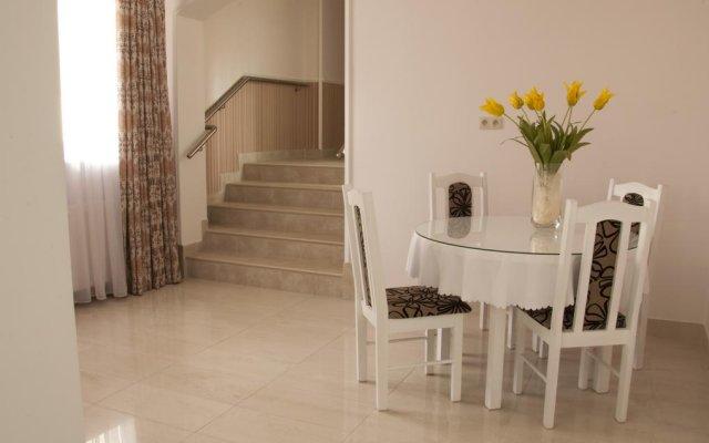 Отель Bussines Travel House Pokoje Goscinne Варшава комната для гостей