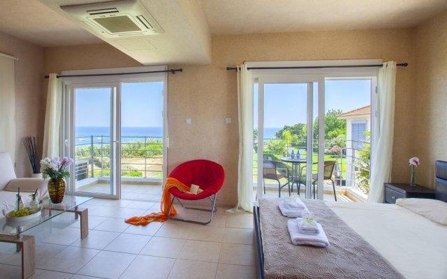 Отель Beachfront villa Del Mare Кипр, Протарас - отзывы, цены и фото номеров - забронировать отель Beachfront villa Del Mare онлайн комната для гостей