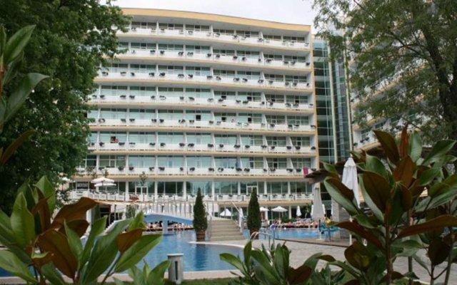 Отель Menada Oasis Resort Apartments Болгария, Солнечный берег - отзывы, цены и фото номеров - забронировать отель Menada Oasis Resort Apartments онлайн вид на фасад