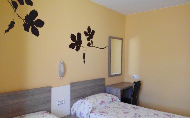 Отель Apartamentos Querol Вальдерробрес комната для гостей