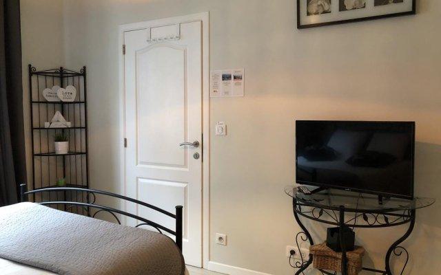 Отель Place Jourdan Petit Appartement Бельгия, Брюссель - отзывы, цены и фото номеров - забронировать отель Place Jourdan Petit Appartement онлайн комната для гостей