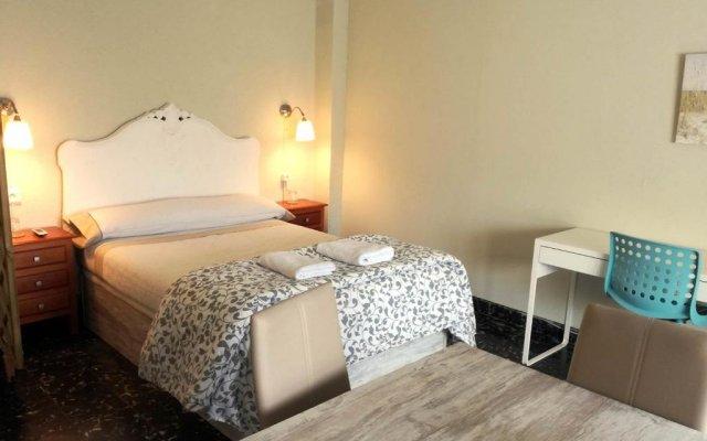 Отель Valencia City Host комната для гостей