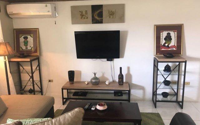 Отель Mango Walk Country Club Suites комната для гостей