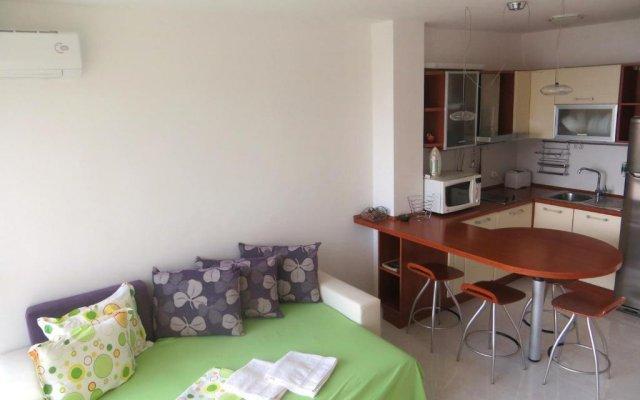 Апартаменты Holiday Apartment in Riviera Complex комната для гостей
