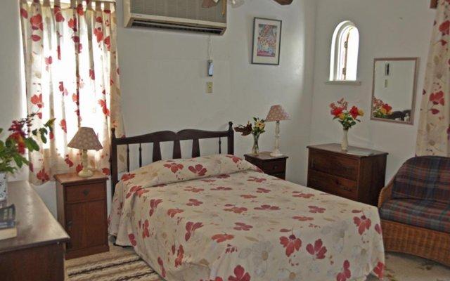 Апартаменты Carib Beach Apartments Negril комната для гостей