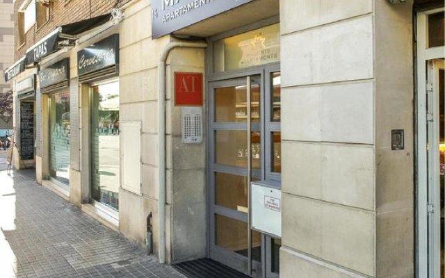Отель Apartamentos Turisticos Madanis Испания, Оспиталет-де-Льобрегат - 2 отзыва об отеле, цены и фото номеров - забронировать отель Apartamentos Turisticos Madanis онлайн вид на фасад