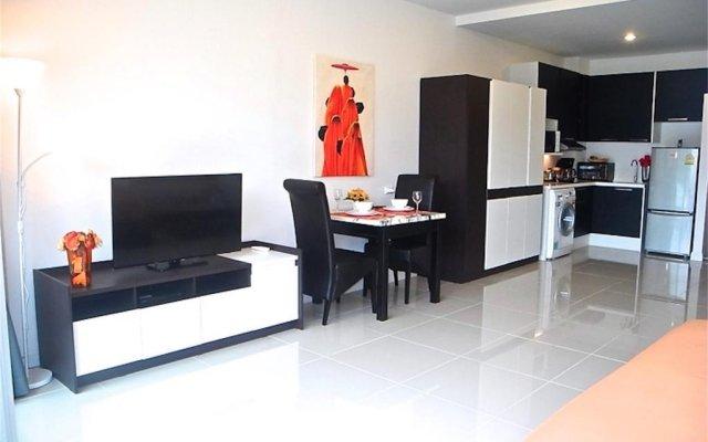 Апартаменты Chic Karon Studio Sea View комната для гостей