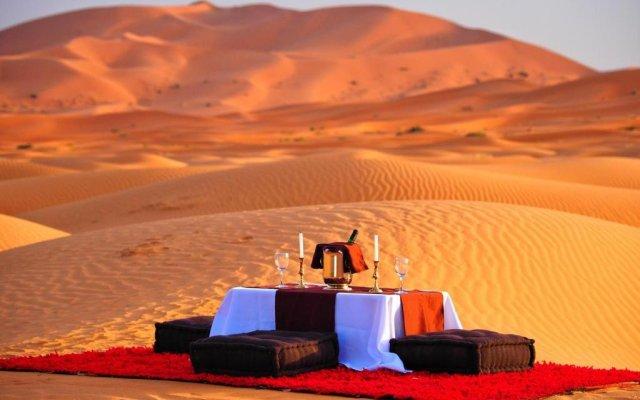 Отель Desert Berber Fire-Camp Марокко, Мерзуга - отзывы, цены и фото номеров - забронировать отель Desert Berber Fire-Camp онлайн балкон