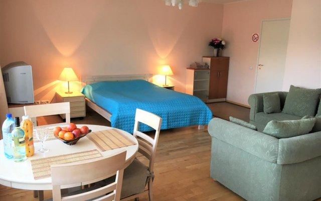 Отель Romeo Family Kaarli Apartment Эстония, Таллин - отзывы, цены и фото номеров - забронировать отель Romeo Family Kaarli Apartment онлайн комната для гостей
