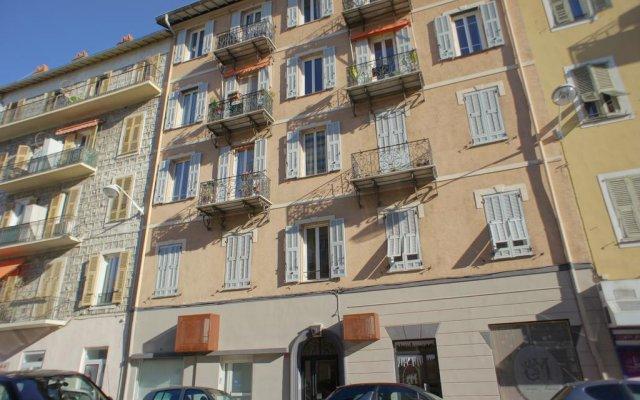 Отель Vieux Nice Garibaldi Ницца вид на фасад