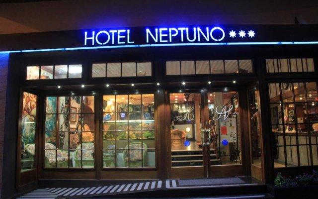 Отель Apartamentos Neptuno вид на фасад