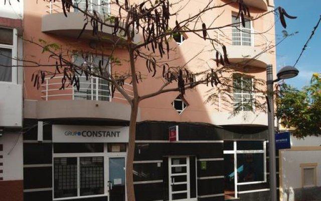 Отель Viviendas Vacacionales Marcial вид на фасад